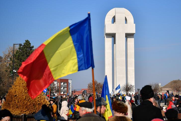 A nagy egyesülés emlékműve az erdélyi és magyarországi románok száz évvel ezelőtti gyulafehérvári nagygyűlésének a helyszínén 2018. december 1-jén. Románia ezen a napon ünnepli az 1918-as gyulafehérvári román nemzetgyűlés 100. évfordulóját, amelynek résztvevői kimondták Erdély egyesülését a Román Királysággal.