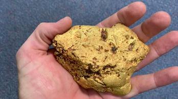 Brutál nagy aranyrögöt talált a fémkeresővel