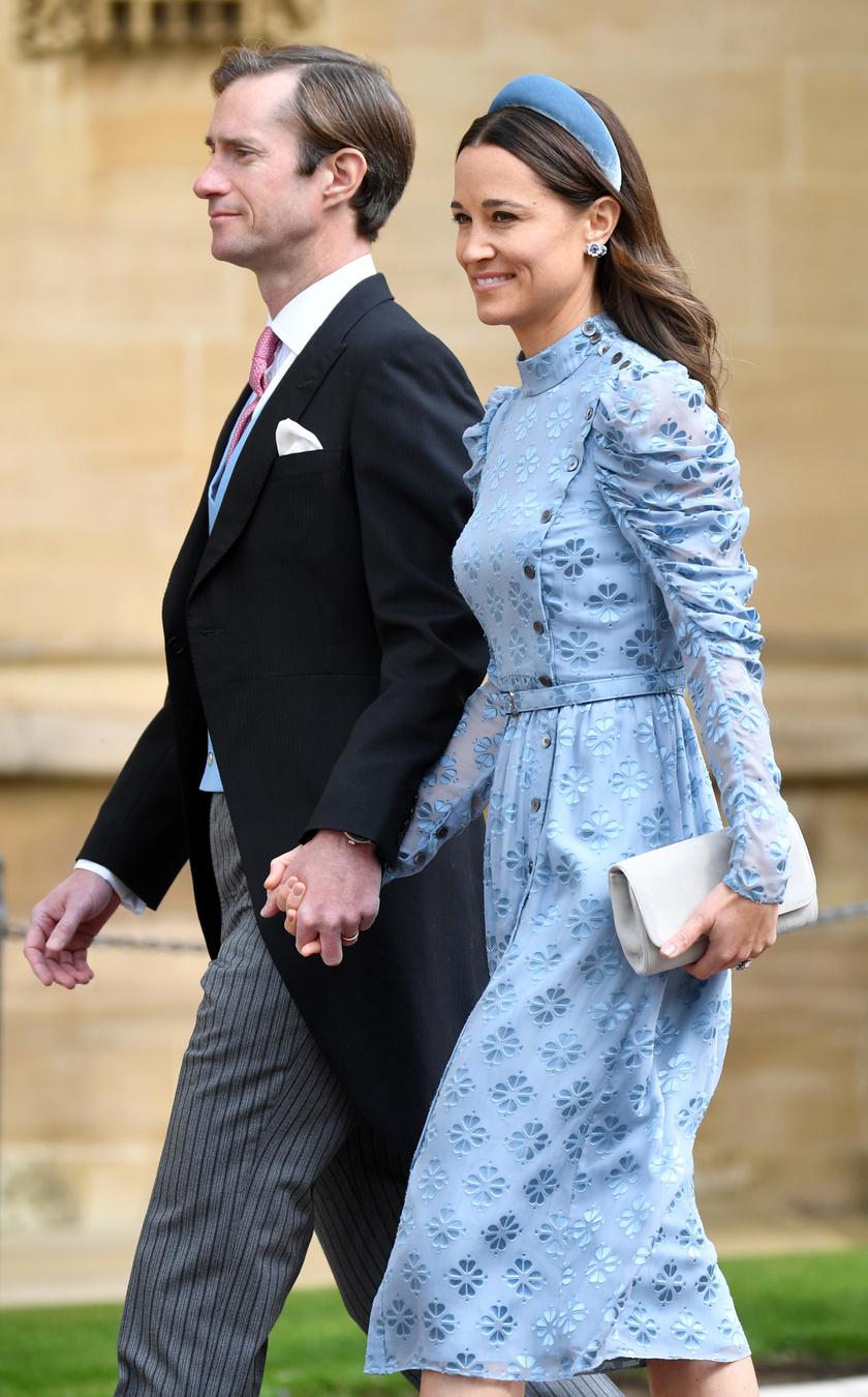 Pippa Middleton igazán bájos volt ebben a búzakék összeállításban.