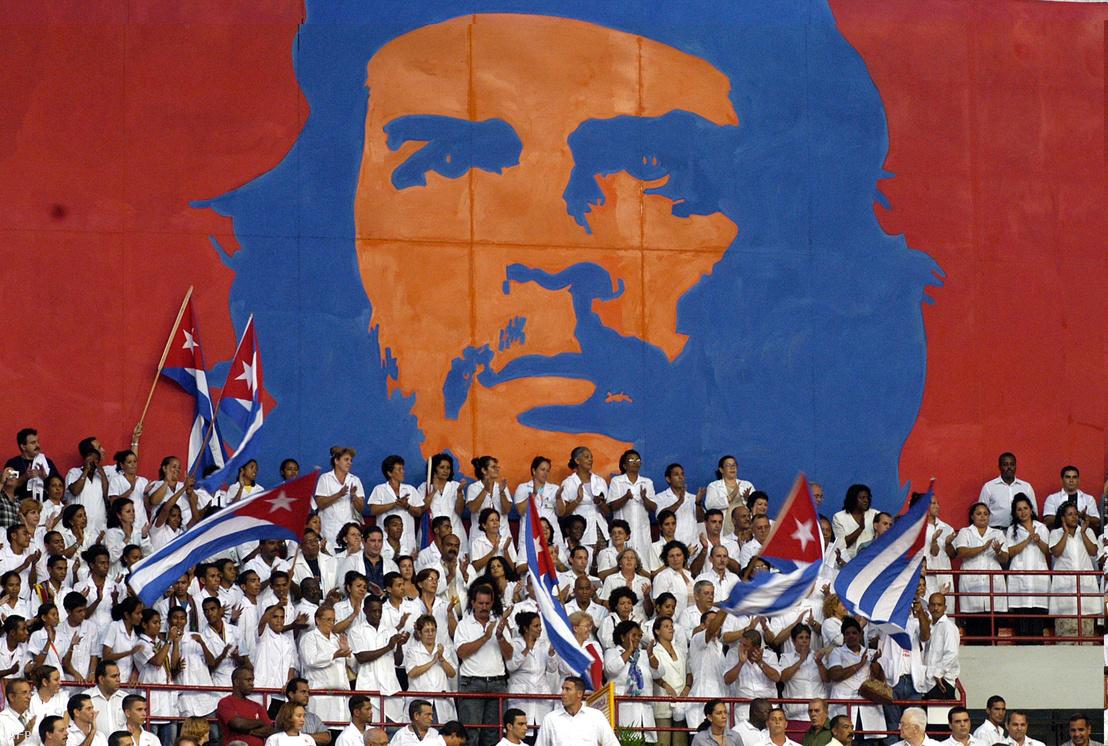 Végzős ünnepségen a kubai orvosok Havanában 2005. szeptember 19-én.