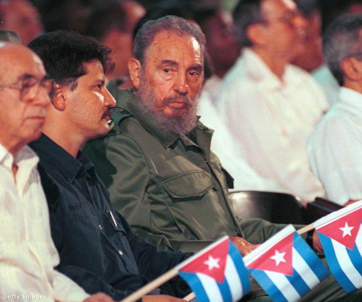 Fidel Castro a kubai Orvostudományi Egyetem végzős ceremóniáján 2001. augusztus 14-én, Havanában. Egy nappal a venezuelai útja előtt, ahol Hugo Chavez venezuelai elnök születésnapján vett részt.