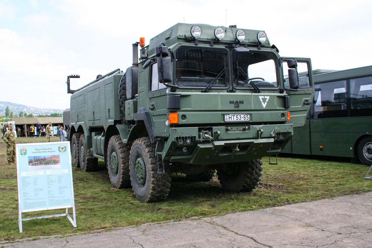 MAN HX 440.32 8x8 műszaki mentő jármű