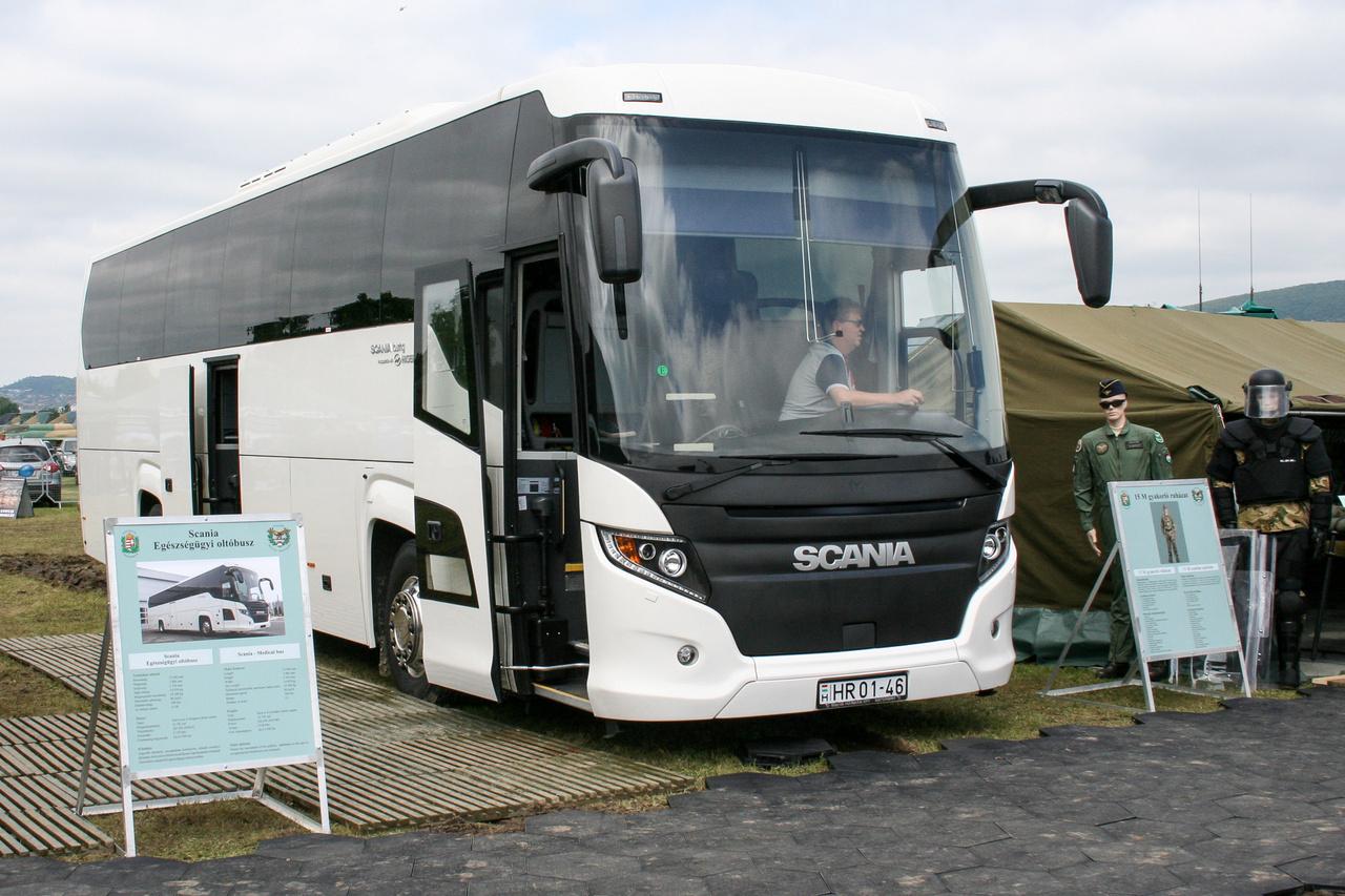 Scania Touring GT-HD oltóbusz. Ezek súlyos járványok, vírusfertőzés esetén, rosszabb esetben, háborúban a hátországban kerülnének bevetésre
