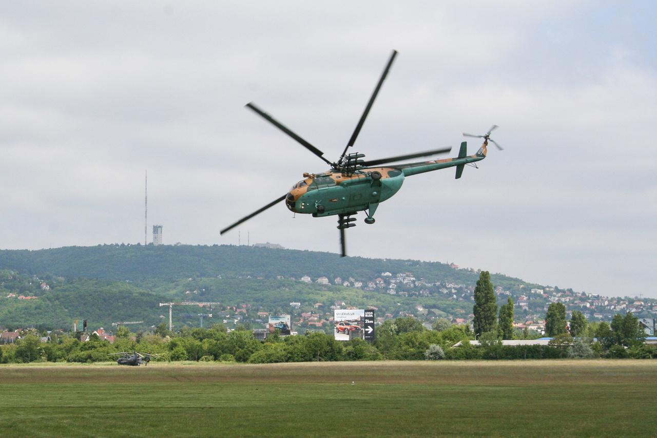 Az MH egyik oroszországi nagyjavításon átesett Mi-17-es közepes szállítóhelikoptere is műrepült