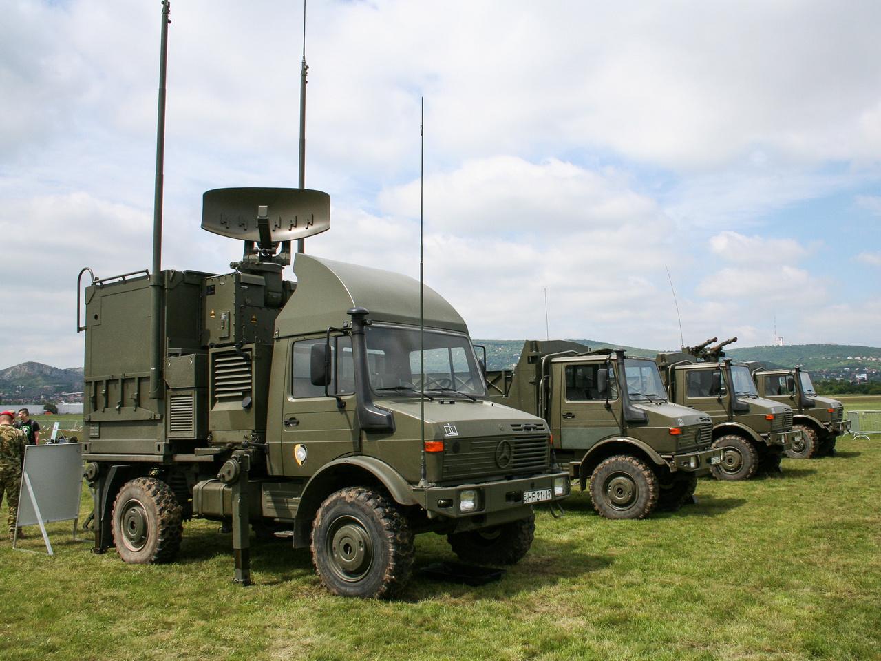 A légvédelmi ezred járművei