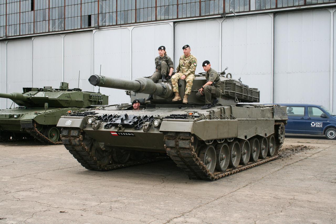 A jövő: az osztrák hadsereg (Bundesheer) egyik Leopard 2 A4-ese, amelyből a honvédség 12 darabot rendelt. Az első magyar Leo 2 A4 még idén megérkezhet