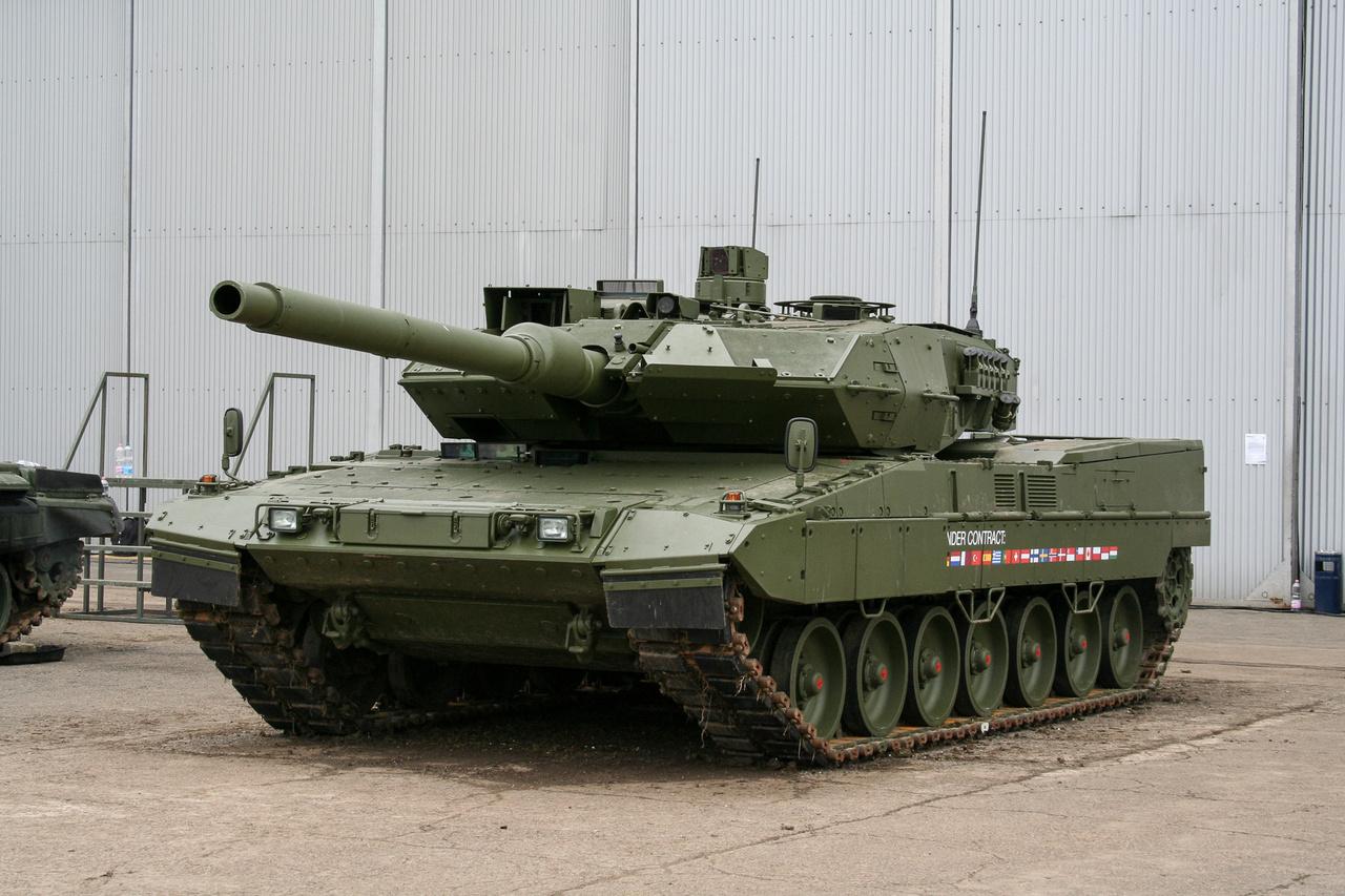 A jövő: Leopard 2 A7+ egyik gyári prototípusa. A világ egyik legmodernebb harckocsijából a Magyar Honvédség 44 darabot rendelt