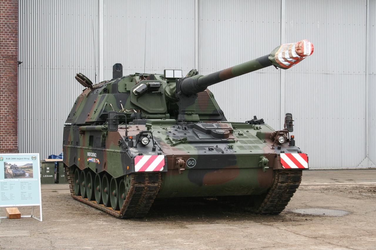 A jövő: a HM 24 darabot rendelt a 155 milliméteres löveggel szerelt PZH 2000-ből