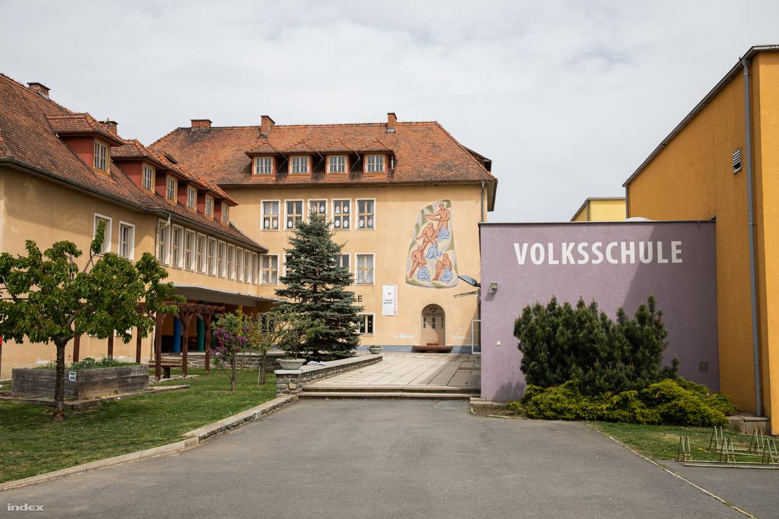 Az eberaui Josefinum iskola