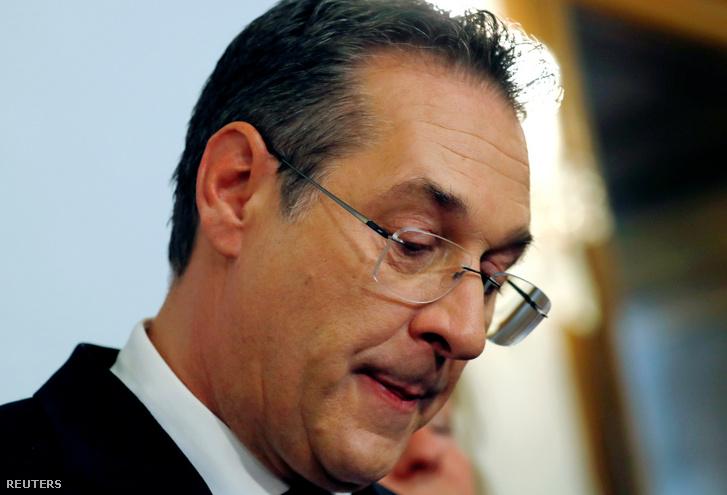Heinz-Christian Strache osztrák alkancellár a kormánykoalícióban részt vevő Osztrák Szabadságpárt (FPÖ) elnöke sajtóértekezletet tart 2019. május 18-án