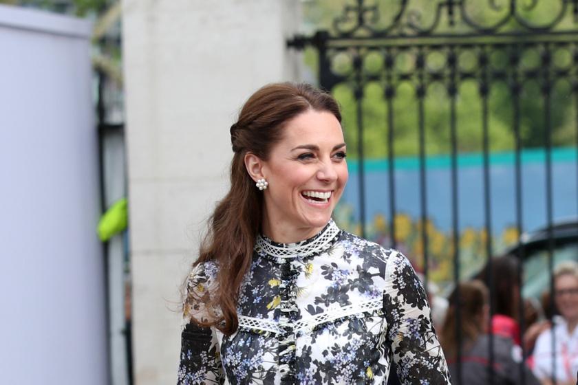 Katalin hercegné és Erzsébet királynő összeöltöztek - Virágos ruhában jelentek meg együtt