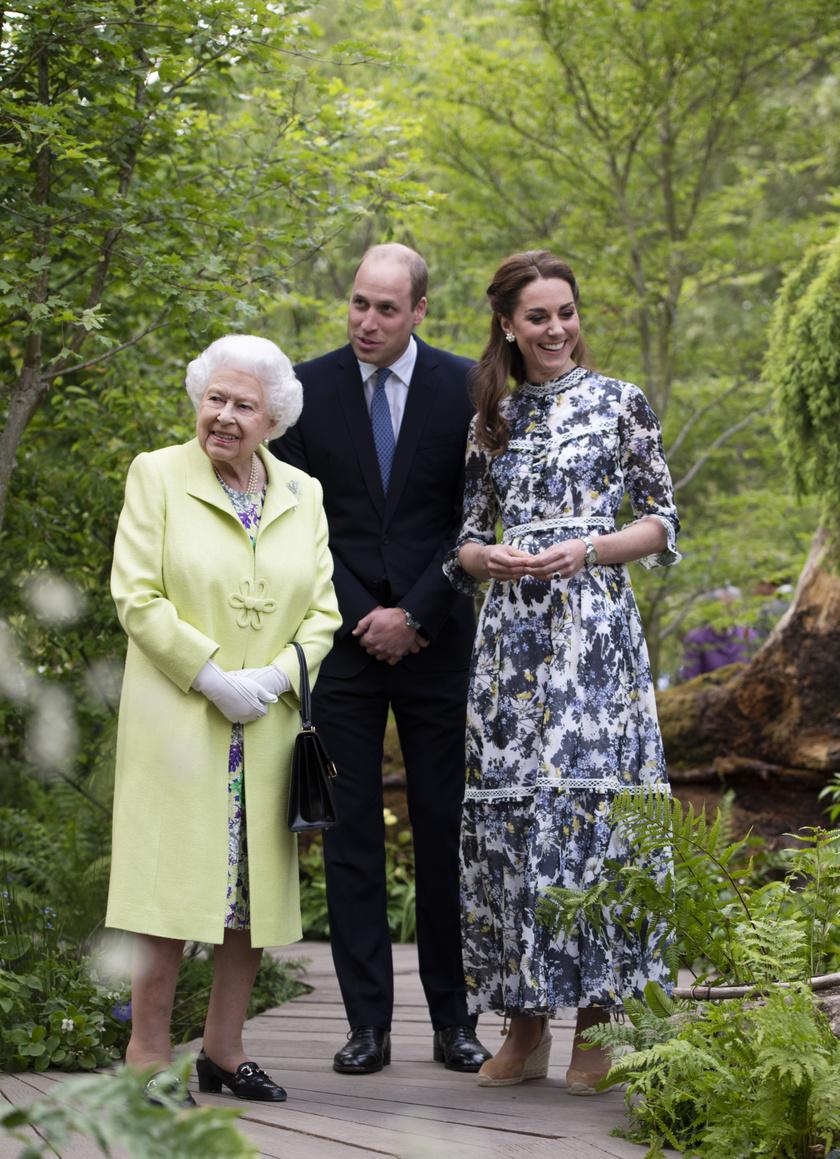Erzsébet királynő nem győzte csodálni Katalin hercegné munkáját.