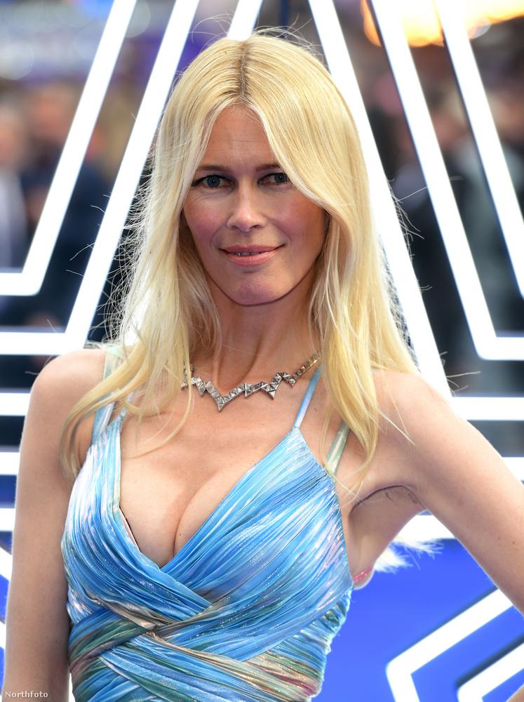 Claudia Schiffer 48 éves, és nem hiába tartozott annak idején a legendás szupermodell-generációhoz: továbbra is manökenalkata van.