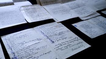 Babits verskéziratai úgy kerültek elő, ahogyan 1908-ban borítékba tette őket