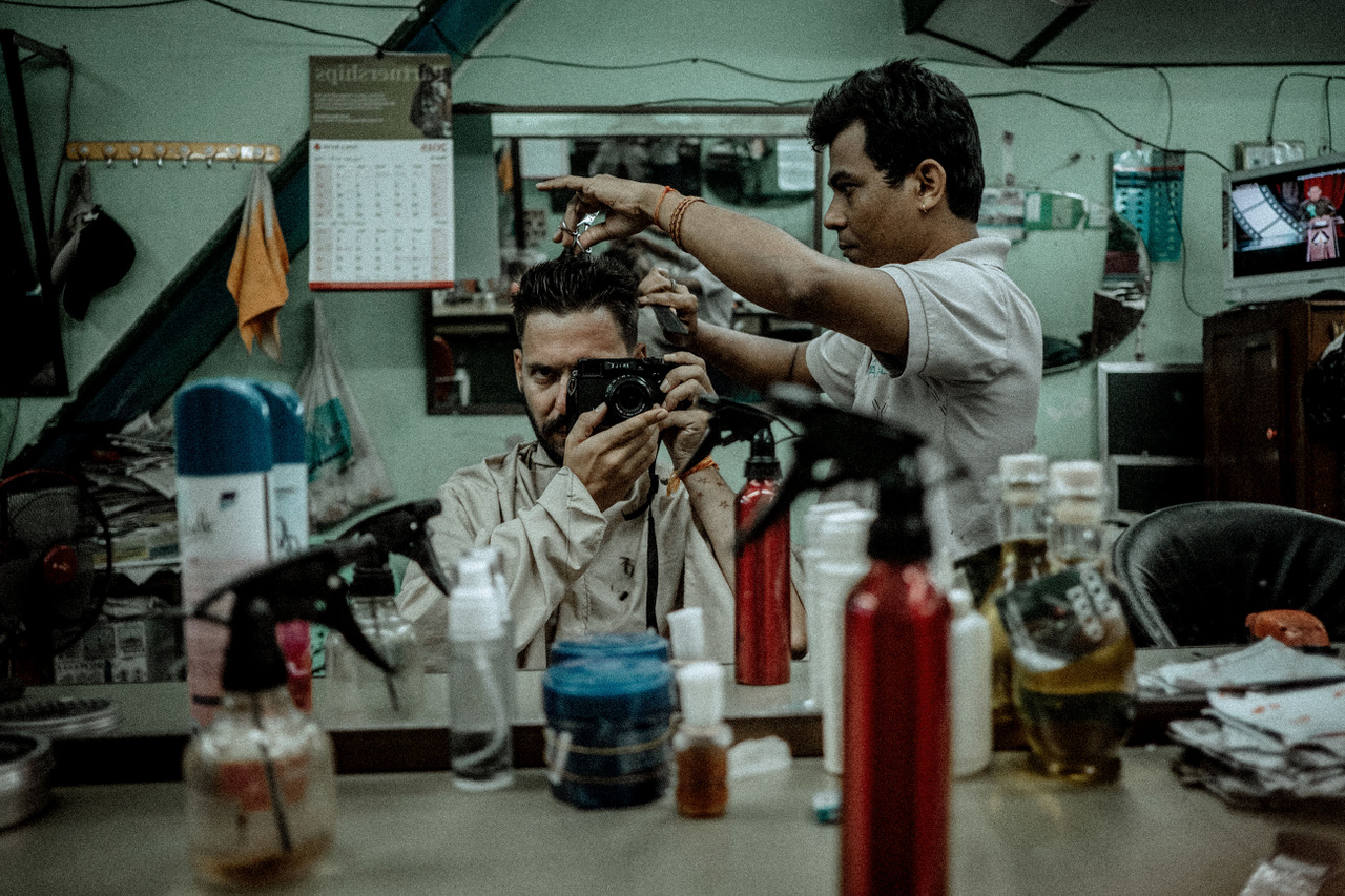 """Március 24.                          """"Utolsó napom Mianmarban. Életemben nem kaptam még olyan haj- és szakállvágást, mint Yangon indiai negyedében. Mindösszesen 3 dollár volt, ami azt hiszem, még egy kicsit felül is volt árazva."""""""