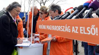 Több tízezer aktivistával sok százezer embert keres fel a Fidesz a napokban