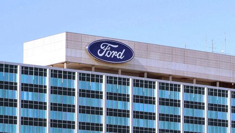 Megtizedeli irodai munkaerejét a Ford