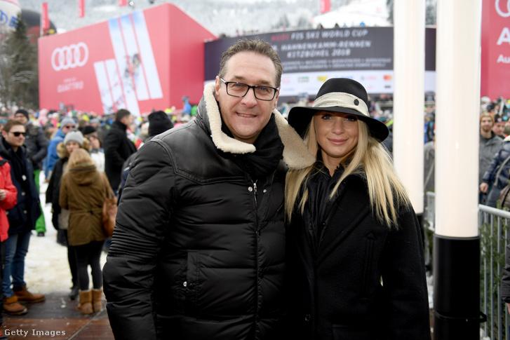 Heinz-Christian Strache feleségével 2018-ban