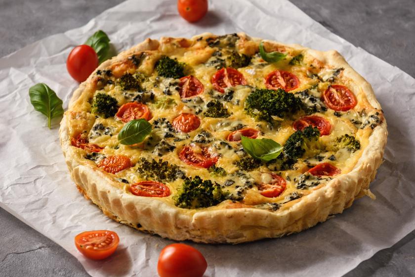 Zöldséges, sajtos pite omlós, sós tésztában, 25 perc munkával