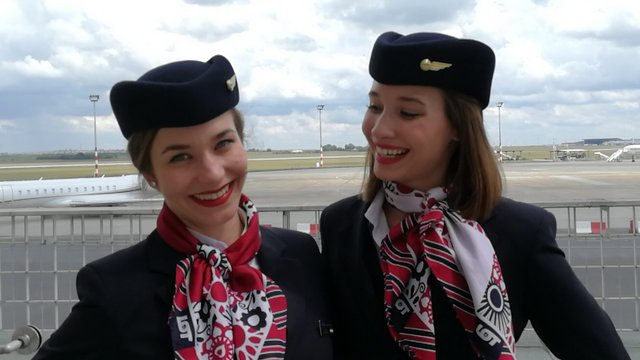 Magyar légikisasszonyok repülnek a LOT Dreamlinerén