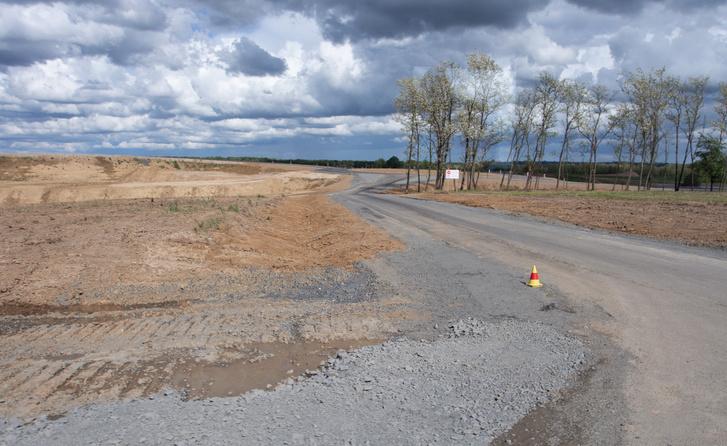 Az összekötő utak a munka végén majd kapnak rendes aszfaltot