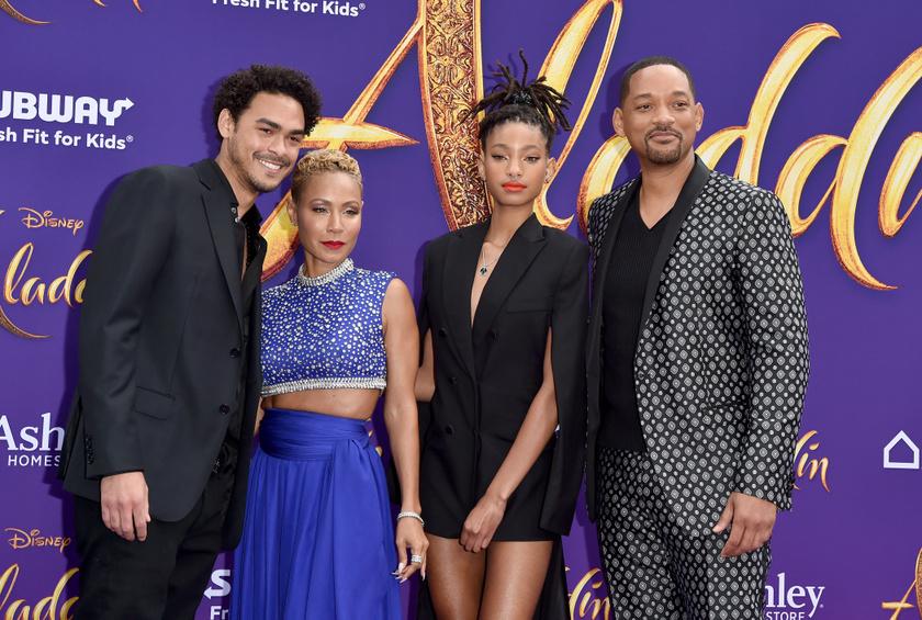 Trey, Jada, Will és Willow - Jaden éppen lemaradt a családi fotóról.
