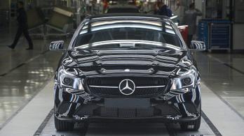 Meghúzza a nadrágszíjat a Mercedes