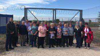 Buszos túrát szervezett a határkerítéshez egy fideszes politikus