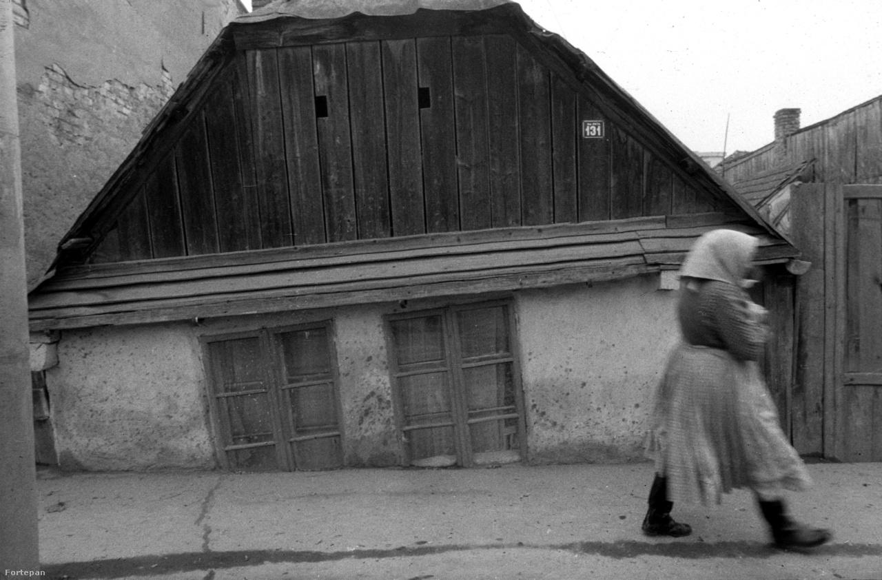 """Kolozsvár, Pata utca""""16.30. Magyar nyelvű rádióműsor. A hét kommentárja: a pártprogram szellemében – a XI. Kongresszus határozatainak megvalósításáért. Gazdasági krónika: napirenden: a kenyérgabona betakarítása; a Kolozsvár-Napoca-i építők bucaresti munkatelepeken. Az ötvenéves Sütő András műhelyében. 20 óra 30. Hová lettél drága völgyünk. 21.25. Hirdetések. 21.30 Megéneklünk Románia – a fesztivál díjazottjai."""""""