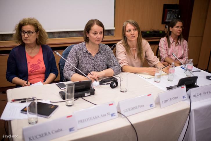 Beszélgetésen Petra Ezzedine (balról a második) és Fedyuk Olena