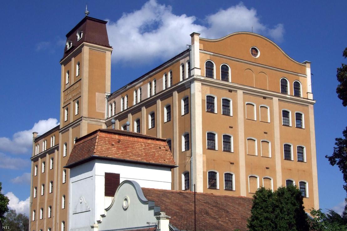 Az eredetileg 1851-ben épült, majd többször átépített István Gőzmalom épülete a belvárosban, a Malom téren 2016. szeptember 22-én