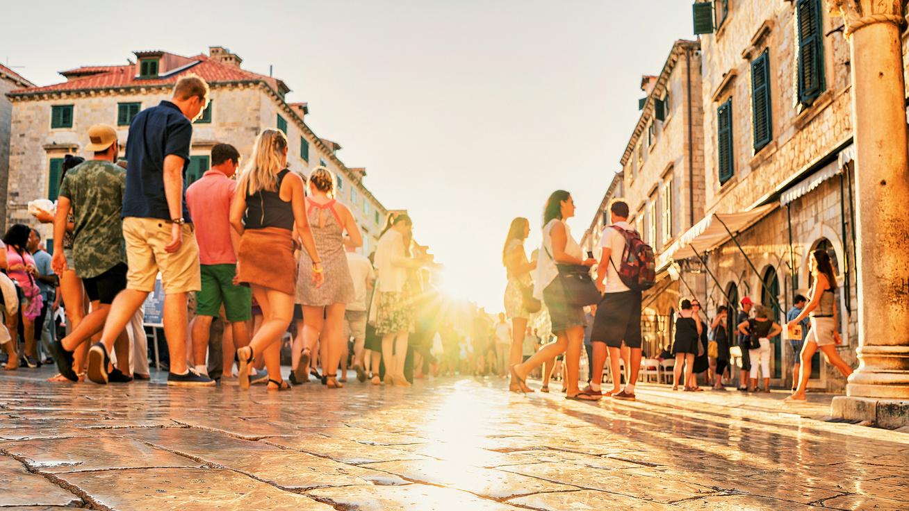 Szigorú korlátozások a legkedveltebb horvát városokban: a turisták csak 4 órát sétálhatnak majd