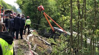 Felborult egy turistabusz Olaszországban, egy ember meghalt