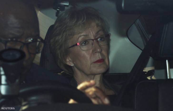 Andrea Leadsom elhagyja a brit alsóházat 2019. május 22-én