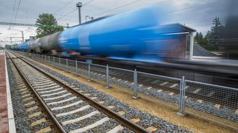 A vonat elé vetette magát, 100 ember veszélyeztetése miatt büntethetik meg