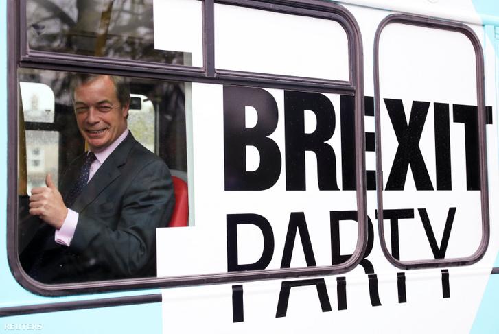 Nigel Farage a Brexit Párt kampánybuszában