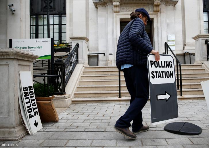 Szavazóhelyiséget állítanak fel Londonban 2019 május 23-án