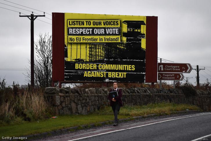 Brexit ellen tiltakozó tábla az ír-északír határon