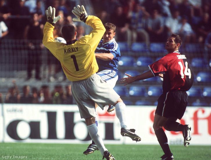 A rövidnadrágban védő Király Gábor a Hertha BSC és a Schalke 04 2001-es ligakupa-döntőjén. A meccset a Hertha nyerte 4-1-re