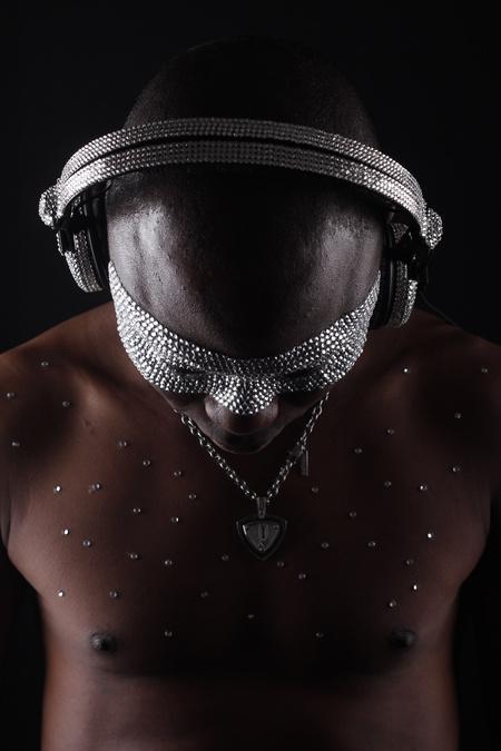 Fekete Pákó, a topless DJ