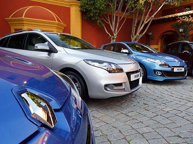 Az Edsel állítólag a punci alakú orrdíszbe bukott bele, a Renault meg évtizedek óta büszkén villant vele. Faansziákkk...