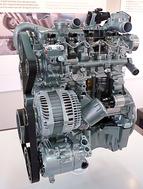 A dCi 110 kódjelű, 1.5-ös dízelmotor a Renault egyik Jolly Jokere volt eddig is, most továbbfejlesztették, hogy kevesebb olajból nagyobb teljesítményt égessen ki