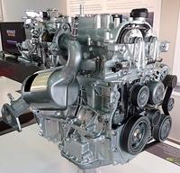 Új fejlesztés az Energy TCe 115 kódjelű, 1.2-es benzines, változó szelepvezérlésű aggregát. A típusszám a lóerőben mért teljesítményre utal