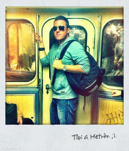 Veled utazik a Tibi a metrón
