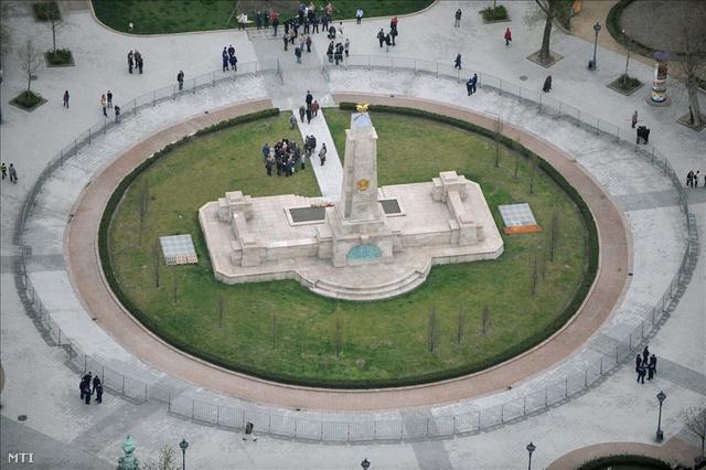 A Szabadság téri szovjet emlékmű.