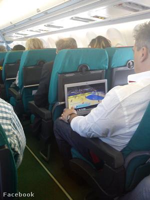 Mocsai a repülőúton is dolgozik