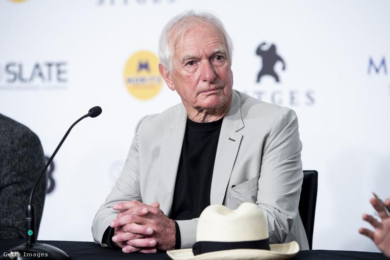 Weir most 74 éves, és a Holt költők társasága után a '90-es években csak három filmje került a mozikba (a már említett Zöld kártya, a Félelem nélkül és a Truman Show), a kétezres és a tízes években pedig már csak egy-egy