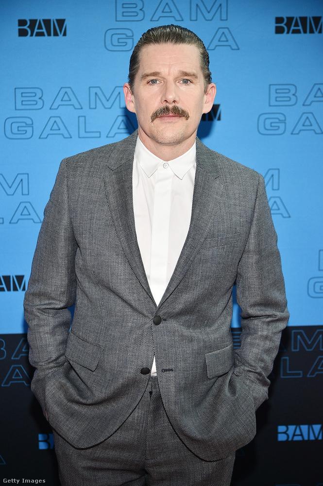 A diákokat alakító színészek közül Hawke futotta be a legnagyobb karriert: színészként kétszer, forgatókönyvíróként szintén kétszer jelölték Oscarra