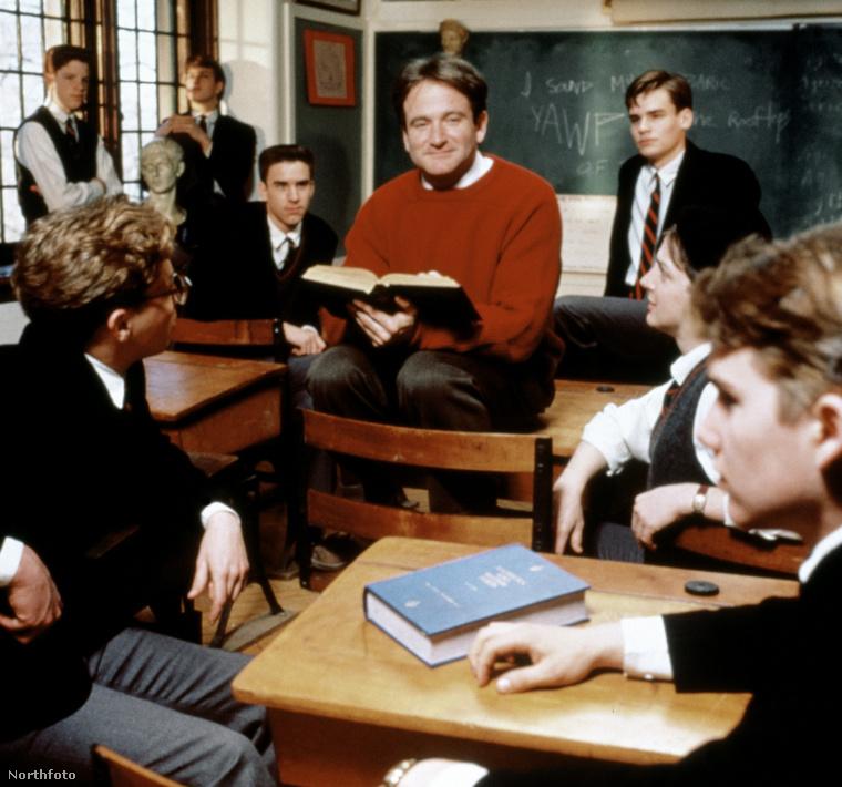 A Holt költők társaságának a főszereplője a diákok közül két szobatárs