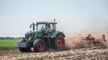 Orbán: Brüsszel elvenné a gazdák pénzét, és a migránsoknak adná